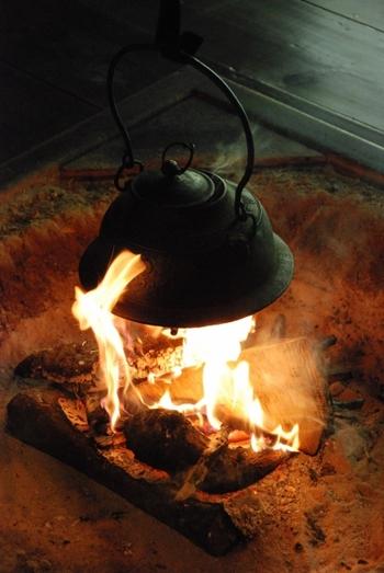 鉄瓶は、やかんとして使うものですので直火にかけられますし、またIHに対応しているものもあります。必ず確認してから購入しましょう。