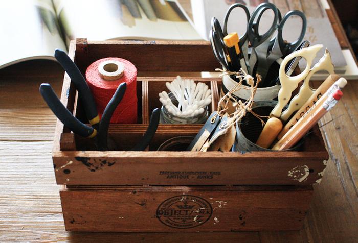 横に置けば文房具や小物、観葉植物などを収納するケースとしても使えます。