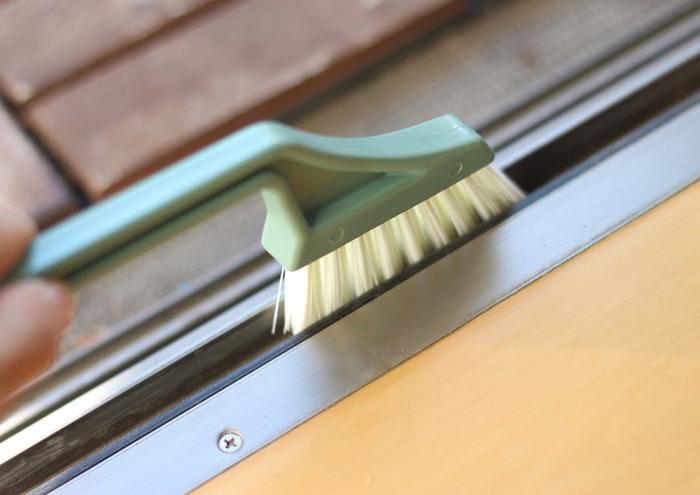 レールの埃なども、冷たさを気にせず水を流して簡単にお掃除完了です!