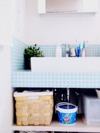 また、流行の「オキシ漬け」に代表される「酸素系漂白剤」は40~60度のお湯で溶液を作ると効果を発揮しやすいと言われています。  気温が比較的高めな秋であればお湯が冷めにくい分、理想の湯温をより長い時間キープしやすく、掃除の効率もUPしますよ。