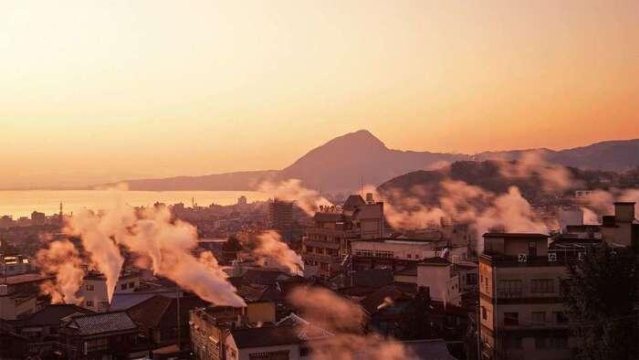 大分といえば、まず「温泉」が観光の目玉。 温泉の源泉数・湧出量が日本一!中でも温泉地として「別府」「湯布院」は、はずせません!  そして・・・