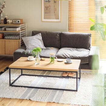 ソファがある最大のメリットは、やはりゆったりとくつろげる場ができることなのではないでしょうか。  座る、寝る、寄りかかるなど、さまざまな体勢でくつろげるため、リビングでよりリラックスすることができます。