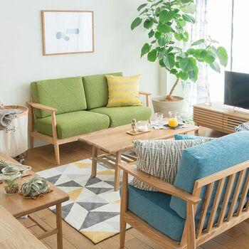 また、素材によってはお手入れをきちんとしないと劣化や汚れが目立ってしまうことも…リビングの主役となる家具のため、定期的なメンテナンスは必要です。  メリットとデメリットをライフスタイルに照らし合わせて、取り入れるかどうか検討してみてはいかがでしょうか。