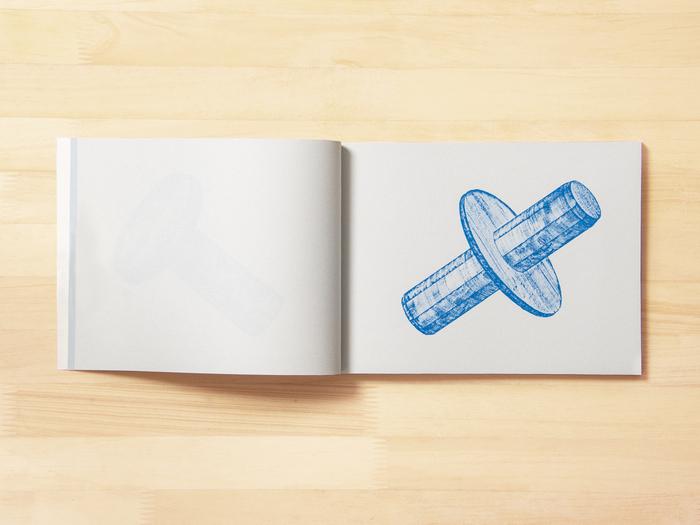 40点ほど描き上げた段階で一冊の本にまとめたという本作品。もともとは、2012年に制作したもので、その年に売り切ってしまい、長らく絶版だったと言います。「ずっと取り組んでいる作風でもあるため、多くの方に観ていただきたくて、今年3rd Editionを制作販売しました。Editionごとに少しずつ仕様を変え、今回の3rd Editionはリソグラフで印刷しました」。普段はフォーカスしない部品を美しく魅せる技術に脱帽する一冊です。