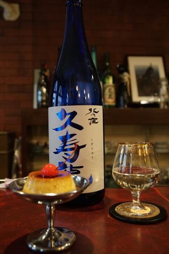 卵と牛乳をたっぷり使った「黒猫亭プリン」は、固めの食感で懐かしい味。さらに、スイーツと日本酒を組み合わせるのもおすすめなんですよ。