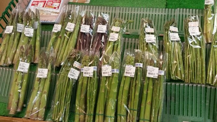 「とれたて市場」では、ファーム内で育った新鮮で立派な野菜が販売されています。「がちょうの卵」はなかなか手に入らない貴重な一品で、お土産にも人気です。