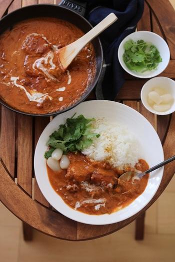 サバの水煮ではなく、サバの味噌煮の缶詰を使えば、コク旨なトマトカレーに。奥深い味に仕上がるんですよ・・・!  忙しい時の味方「カレー」も、缶詰の力でバリエーション豊かにできるのが嬉しいですね。
