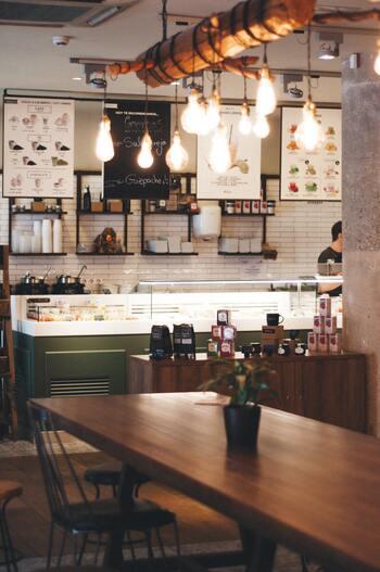 お気に入りのタンブラーを手にしたら、自分の好きな飲み物を入れて出かけるのはもちろん、スターバックスやタリーズコーヒー、エクセルシオール・カフェなど、タンブラー持ち込みで値引きしてくれるお店を上手に活用しましょう。