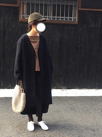 ふわっと広がるバルーンスカートは、シンプルでありながらも存在感のある一枚。 アウターやスカートなど黒の面積が多めでも、ブラウンのボーダーや白小物で、程よく明るさを加えてあげると◎