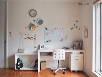 子ども部屋に学習デスクを置くメリットも。  テレビや話し声などから離れ、自分の部屋で勉強できるのは静かな環境を好むお子さんにおすすめです。