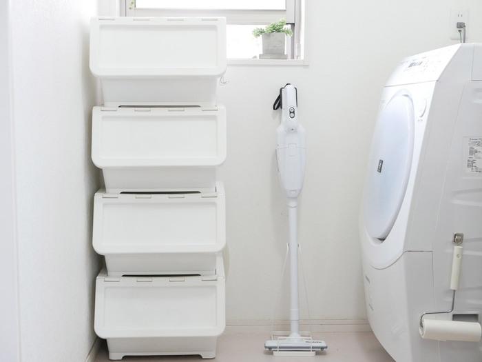 かつては、サブの掃除機として使われていたスティック掃除機。最近では、こちらをメインに掃除をする方も増えているよう。コンセントから繋いで使うキャニスター型掃除機と比べ、コードレスのものが多く、狭い場所でもスイスイ動きやすいのが特徴。