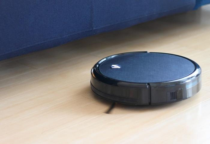 ボタンを押すだけで、家じゅうの床を隅々まできれいにしてくれるのがお掃除ロボット。ご存じのように、もはや掃除機をかける必要もない、という画期的な家電です。