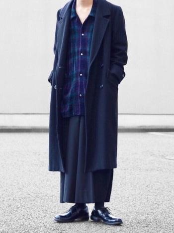チェックのネルシャツやストライプのシャツなどメンズライクな洋服が好きな方にぴったり!黒コートを合わせればよりかっこいいマニッシュなスタイルが完成します♪