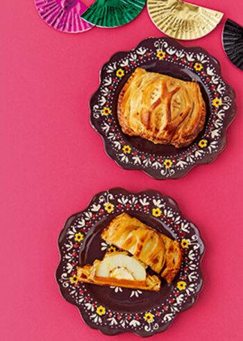 こちらは、やはりこの時期旬な「かぼちゃ」をプラスしたアレンジアップルパイ。  カボチャのお菓子はモッタリとした味わいと食感で濃厚なイメージですが、りんごとクリームチーズの酸味で、こちらも相性抜群の一品が完成です♪