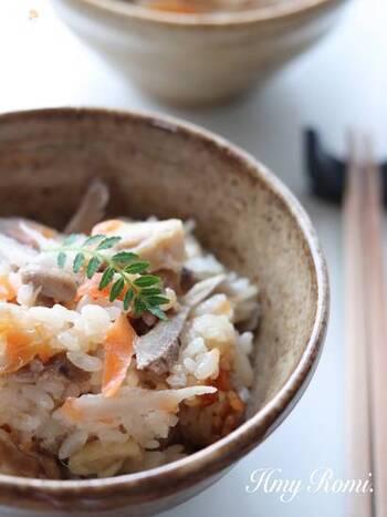 中華料理、ドレッシング、和え物、炒め物など、ゴマ油が味の決め手!というレシピはたくさんありますね。 炊き込みご飯やおにぎりも、仕上げにゴマ油をひとふりすると美味しさが全く違ってきます!