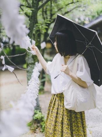 デンマークのコペンハーゲン発のスーパーマーケット「イヤマ」、約80店舗を展開するこのイヤマではオリジナルキャラクターであるイヤマちゃんのロゴバッグがとっても人気♪シンプルで大きめなゆとりあるキャンバス生地のロゴバッグには白地の可愛いイヤマちゃんが♡ナチュラルで洋服に合わせやすいデザインですね。