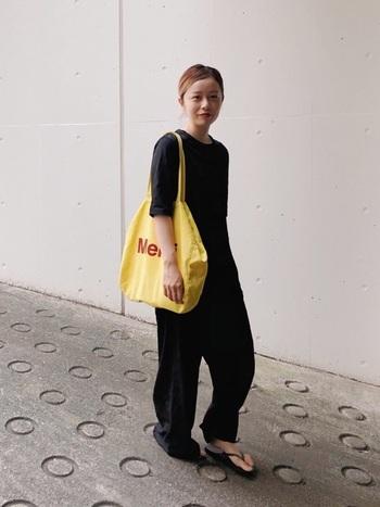 フランスのパリにある人気雑貨屋さん「メルシー」、そのメルシーからもなんとおしゃれなロゴバッグが!このメルシーは、パリのファッション街で有名なマレ地区にお店を構えており、おしゃれな雑貨が並ぶ人気スポットです。