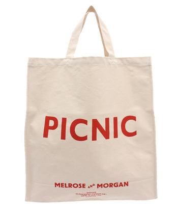 そんなメルローズアンドモーガンのロゴバッグは、お店のロゴとさらに毎回変わるフレーズの入った可愛らしいロゴバッグです。その時々で違うフレーズとなっており、大体4種類ほど店頭に登場♪お気に入りのフレーズを見つけて、おしゃれアイテムに加えちゃいましょう*