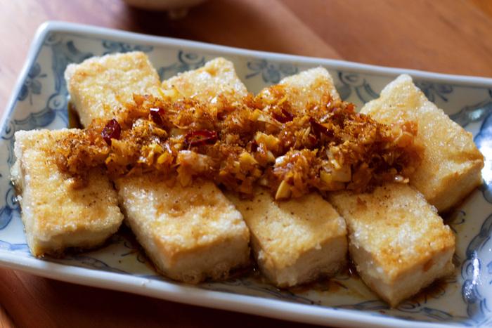 ヘルシーで美味しい豆腐ステーキ。お肉をついつい食べ過ぎてしまうというときには、豆腐に置き換えてみるのもおすすめ♪豆腐は栄養面でも注目されていますので、まずは豆知識からご覧ください。和風や洋風、エスニックなど、バラエティー豊かな豆腐ステーキのレシピを集めました。