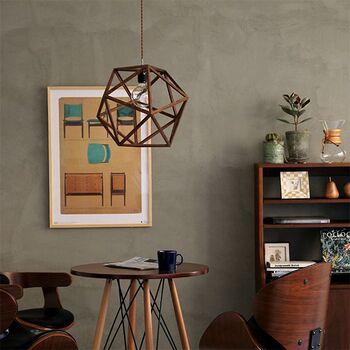 温もり感のある木製シェードも、インパクトのある多角形のシェードでスタイリッシュ。  シェードから漏れる灯りの陰影が美しく、幻想的な雰囲気に。