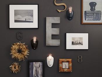 壁面に直接取り付けられるすっきりシンプルなウォールランプ。  ネジで固定、電源はコンセントです。 賃貸住宅では、2×4材で柱や板壁を作ってから設置しても良いですね。