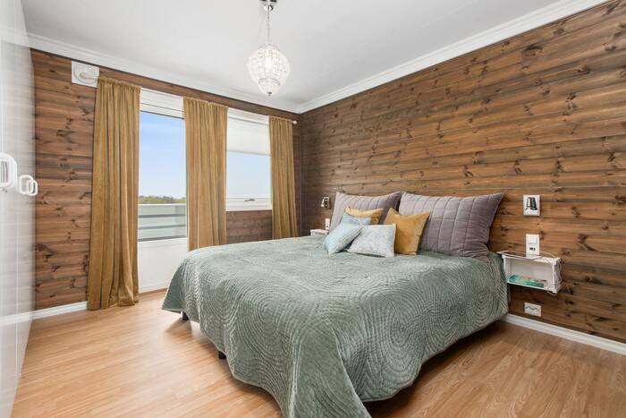整えたベッドを覆うカバーがベッドスプレッド。ホテルなどで目にすることがあるのではないでしょうか。寝室の印象をぐっとラグジュアリーにしてくれるアイテムです。