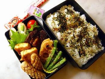 豆腐ステーキは、豆腐の種類によっても味わいが変わってきます。こちらのお弁当には、沖縄の島豆腐を使っているのだそう。しっかりしていて崩れにくいので、お弁当のおかずにもぴったりです♪