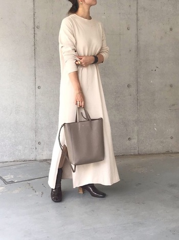ニット ロングワンピースは、襟の形で雰囲気がガラリと変わります。 その日の気分に合わせて選べるよう、襟のデザイン別に何枚か揃えておくのもおすすめですよ。 ぜひこの秋冬オシャレの参考にしてくださいね。