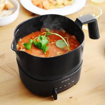 お湯を沸かすのはもちろん、ちょっとした料理にも使えるのが、【siroca】(シロカ)のおりょうりケトル。スープを煮込んでいる間に他のメニューを作ったりと、忙しいご飯作りの味方になってくれますよ。