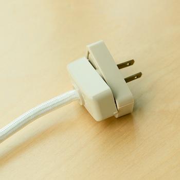 気に入ったペンダントライトを、シーリングアダプターを使って、コンセント式に変換することもできますよ。  電源をコンセントで取りたいときにおすすめです。