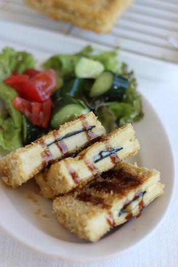 お肉のような食べ応えの「高野豆腐のチーズインカツ」。通常のカツよりもあっさりしていて胃にも優しく軽く食べることができます。それでいて食感は意外にもお肉に近くボリューム満点。ダイエット中でもしっかり満足感を得られますよ。