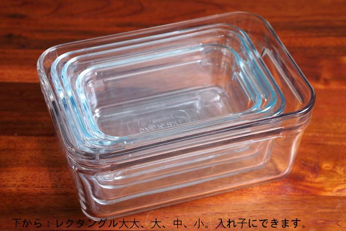 ニオイや色移りしないだけでなく、雑菌もつきにくいガラス容器は、中身が一目で分かるのもポイントです。すっきりとしたスクエアのフォルムは見た目も美しくスタッキング可能なだけでなく、サイズ違いで揃えた場合、保管するとき入れ子が可能なので、収納もバッチリです。