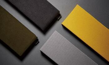 フタは、東レの最先端繊維技術が詰め込まれたウルトラスエードを使用。なめらかな触り心地と耐久性に優れた素材なので、長く使えそうです。