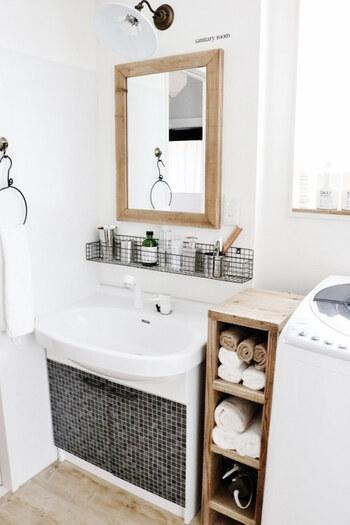 洗面台は、スペースがないにも関わらず、家族のものがたくさん集まる場所。 ものをスッキリを見せつつ、衛生的に収納する方法があったら知りたいですよね! 今回は、洗面台の収納アイデアをご紹介します。