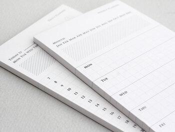 ホームパーティーを開催するには、まずスケジュールの調整が第一。自分が余裕を持って準備できる日程を考えて、お招きしたい人に連絡を取りましょう。口頭だけでなくLINEやメール、メモの手渡しなど、文章として残る手段を選ぶのがおすすめです。