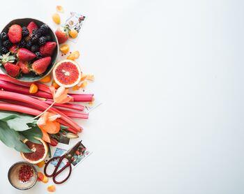 炭水化物抜きダイエットや、りんごダイエット、ヨーグルトダイエットなど、偏った食事法は長く続けると、場合によっては体調を壊す原因になってしまいます。バランスを考えて摂取することが大切です。