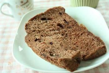 おやつにもおすすめの甘い食パンです。ココアパウダーとチョコチップのWチョコで、チョコ好きにはたまらないですね!子供受けも抜群です。