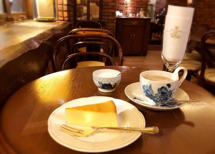 『自家製チーズケーキ』はフワッとしたくちどけのスフレ系。ここ自由が丘店で焼き、原宿本店、広尾店へ配達しているそう。