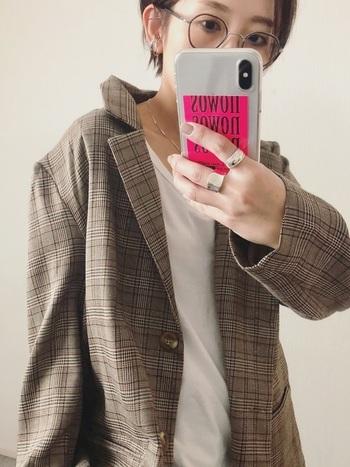 ちょっとオーバーサイズなジャケットが逆に着こなしをキュートに演出してくれます。
