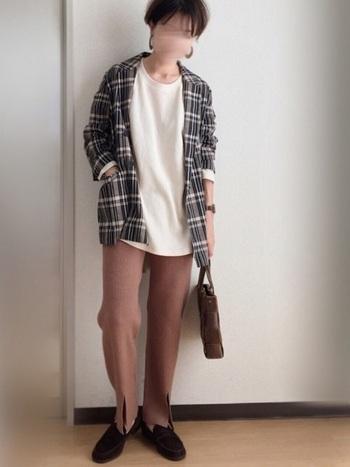 シャツタイプのジャケットであればかっちりし過ぎずに手軽に羽織れますね。