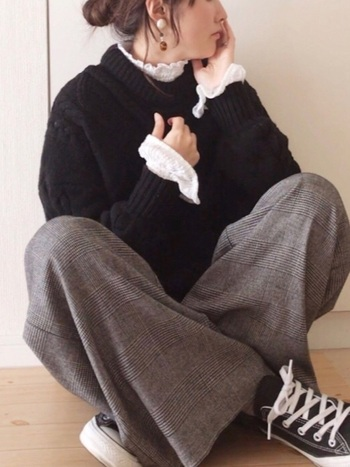 大人の女性に支持を得ているエフォートレスシックですが、こんなカジュアルでゆるめの着こなしも可愛いですね。