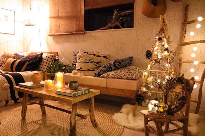 オーナメントやガーランドも全部手作り。ライトアップすると木の温かみを感じられて、お部屋全体がやわらかな雰囲気に包まれます。