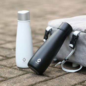 ドイツ生まれの、お洒落で機能的なマグボトル「SGUAI(スグアイ)」。飲み物の温度表示や、水分補給のタイミングを知らせるアラーム機能など、今までのボトルにはなかった便利な機能がうれしい。