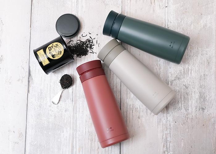 キッチン・インテリアアイテムで人気のライフスタイルブランド「BRUNO( ブルーノ)」のタンブラーボトル。スリムで艶消しのナチュラルなデザインが魅力的。内面にセラミック加工が施されているので、においや汚れがつきにくく使った後のお手入れも簡単です。