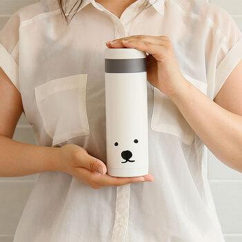 購入すると、絶滅危惧されているホッキョクグマの繁殖・育成に力を入れている北海道の円山動物園に売上の一部が寄付されるそう。可愛い見た目だけでなく、ホッキョクグマの保護にも配慮したボトルです。