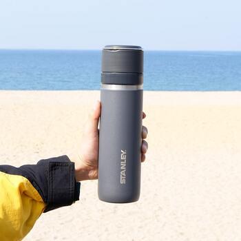 寒い日にホットドリンクを温かいまま持ち歩ける保温系マイボトル。見た目と機能性でお気に入りのものを選んで、寒さを乗り切りましょう♪