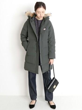 仕事終わりにお出かけするとき、このダウンがあれば寒さもへっちゃら♪おしゃれに乗り切れます。お出かけ用のバッグとパンプスを合わせて、綺麗めに着こなしましょう。
