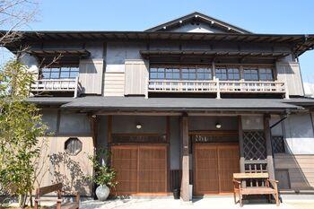 「ゆふいん文学の森」は、太宰治が下宿した碧雲荘を、東京から湯布院にはるばる移築した建物。観覧料大人200円で見学できる穴場スポットです。  太宰ファンはもちろん、文学好きにはたまりません。  太宰カフェが併設されていて、この空間でほっと一息つくこともできますよ。
