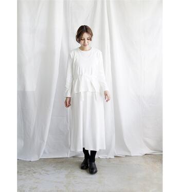 THE HINOKIではオーガニックコットンやリネンなどの環境に配慮した素材を使うということだけでなく、美しさや知性を感じさせる服を生み出しています。