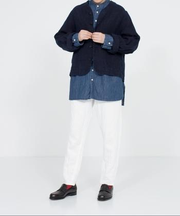 短め丈のジャケットはパンツにもスカートにも合わせやすく、秋冬シーズンの様々なコーディネートに活躍してくれます。ワイドパンツやフレアスカートなどボリュームのあるボトムスに合わせても、すっきりとした印象で着こなせますよ。コーディネートをおしゃれな雰囲気に仕上げてくれる着回し力抜群のジャケットは、これからの季節手放せなくなりそうなアイテムです。